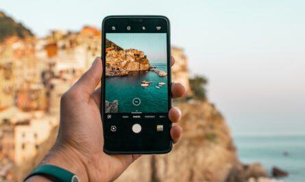 Fotomobil používají pro focení útesu.