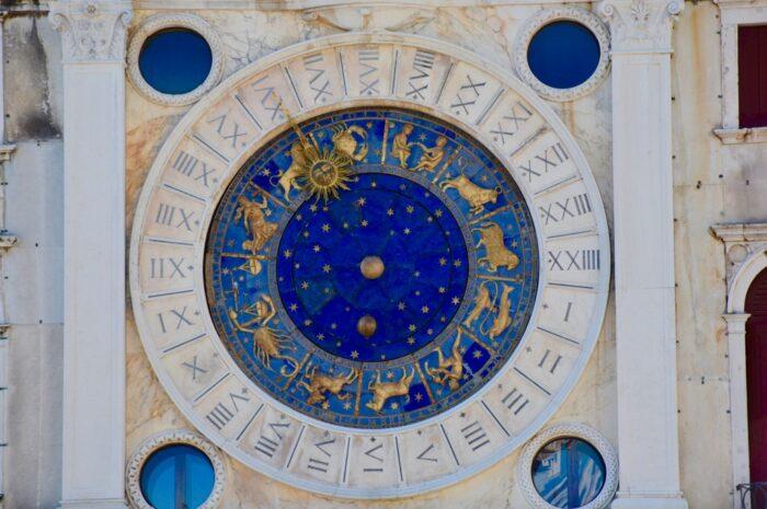 Horoskop má hodně společného s módou